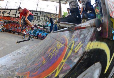 SKATE - 2013 Skatepark de Bercy Glisse Urbaine Illustration trottinette sur une rampe le 28 Octobre 2013 a Paris credit : Alexis REAU *** Local Caption ***