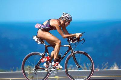 2001 - IRONMAN - TRIATHLON © Sport the library/Tom Putt Triathlon-2001 Hawaiian Ironman Kona, U.S.A. Saturday October 6, 2001 Wendy Ingraham (USA) on the bike.