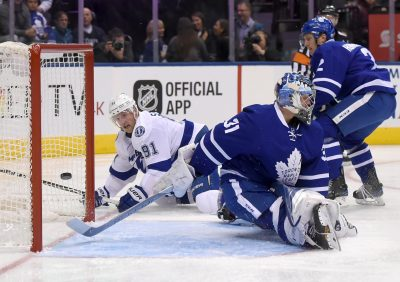 HOCKEY SUR GLACE - NHL - 2016 Oct 25, 2016; Toronto, Ontario, CAN;  Tampa Bay Lightning forward Steve Stamkos (91) scores past Toronto Maple Leafs goalie Frederik Andersen (31) in the first period at Air Canada Centre. Mandatory Credit: Dan Hamilton-USA TODAY Sports *** Local Caption ***