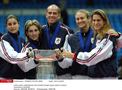 TENNIS - COUPE DE LA FEDERATION - FRANCE-ETATS UNIS - INDOOR - (fra) - cohen aloro (stephanie) loit (emilie) forget (guy) pierce (mary) - mauresmo (amelie)