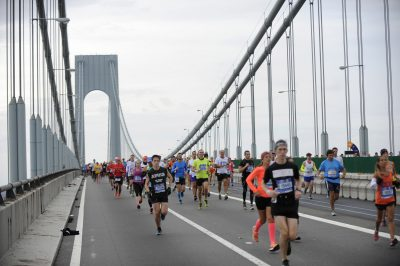 ATHLETISME - 2015 Nov 1, 2015; New York, NY, USA; Runners make their way across the Verrazano-Narrows Bridge during the start of the New York City Marathon. Mandatory Credit: Eric Sucar-USA TODAY Sports *** Local Caption ***