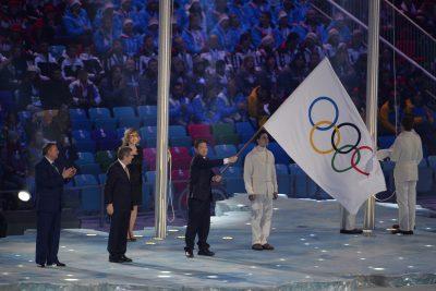OMNISPORTS - JO 2014 - JO SOTCHI - 2014 pakhomov (anatoly) bach (thomas) lee seok rai   *** Local Caption ***   passage du drapeau olympique entre les villes hotes des JO 2014 et JO 2018  pakhomov: maire de Sotchi  lee seok rai: amire de Pyeongchang