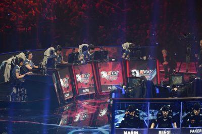 SOCIETE - SPORT ELECTRONIQUE - MAGAZINE E SPORT - 2015 E-SPORT. Finale League of Legend. Berlin Mercedez Arena