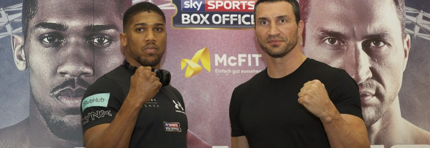 BOXE - POIDS LOURDS - 2016 14.12.2016, Wembley Stadium, London, GBR, Anthony Joshua vs Wladimir Klitschko, Pressekonferenz, im Bild Anthony Joshua MBE (left) and Wladimir Klitschko // Anthony Joshua MBE (left) and Wladimir Klitschko during the press conference to publicise next year's World Heavyweight title match at the Wembley Stadium in London, Great Britain on 2016/12/14. EXPA Pictures © 2016, PhotoCredit: EXPA/ Focus Images/ Alan Stanford  *****ATTENTION - for AUT, GER, FRA, ITA, SUI, POL, CRO, SLO only*****