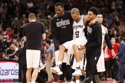 BASKET - NBA - 2017 May 3, 2017; San Antonio, TX, USA; San Antonio Spurs point guard Tony Parker (9) is helped off the court after being injured against the Houston Rockets during the second half in game two of the second round of the 2017 NBA Playoffs at AT&T Center. Mandatory Credit: Soobum Im-USA TODAY Sports *** Local Caption ***