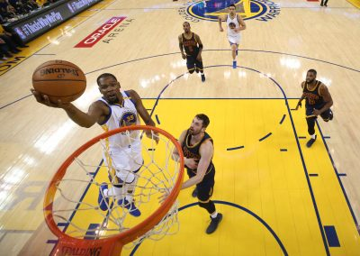 BASKET - NBA - 2017 Jun 1, 2017; Oakland, CA, USA; Golden State Warriors forward Kevin Durant (35) shoots against Cleveland Cavaliers forward Kevin Love (0) during game one of the 2017 NBA Finals at Oracle Arena. Mandatory Credit: Marcio Ezra Shaw/Pool Photo via USA TODAY Sports *** Local Caption ***