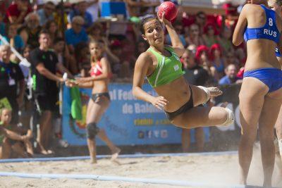 HAND - SANDBALL - CHPT D'EUROPE - 2014 Lorca, 13 Julio 2014. Campeonato Europeo Juvenil Balonmano Playa, Beach Handball Europa sub-18, Plaza de España. encuentro Final Femenino. Hungria VS Rusia. *** Local Caption ***