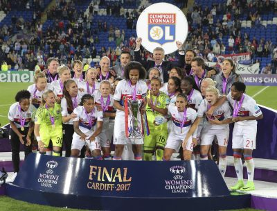 FOOT - LIGUE DES CHAMPIONS FEMMES - 2017 01.06.2017, Cardiff Stadium, Cardiff, WAL, UEFA CL, Damen, Olympique Lyon vs Paris Saint Germain, Finale, im Bild The Olympique Lyonnais Féminin team celebrate winning // The Olympique Lyonnais Féminin team celebrate winning during the UEFA Womens Champions League Final Match between Olympique Lyon and Paris Saint Germain at the Cardiff Stadium in Cardiff, Great Britain on 2017/06/01. EXPA Pictures © 2017, PhotoCredit: EXPA/ Focus Images/ Mike Griffiths *****ATTENTION - for AUT, GER, FRA, ITA, SUI, POL, CRO, SLO only***** ONLY AT, DE, FR, IT, CH, PL, HR, SI