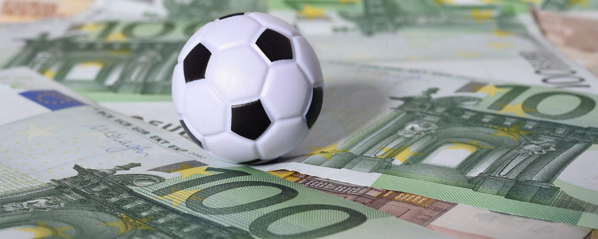 FOOT - MAGAZINE - 2016 Feature Fussball Leaks Hamburg, 07.12.2016, Fussball und Geld, Steuerhinterziehung
