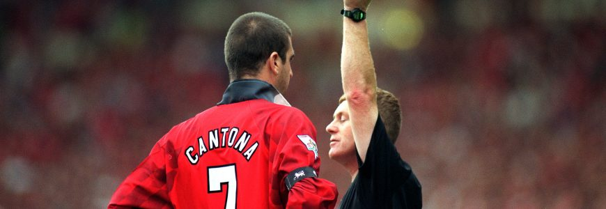 FOOT - 1996 11 August 1996 - FA Charity Shield - Manchester United v Newcastle United - Referee Paul Durkin shows the yellow card to Eric Cantona.