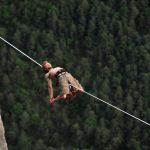 Slackline : l'équilibre ne tient qu'à un fil